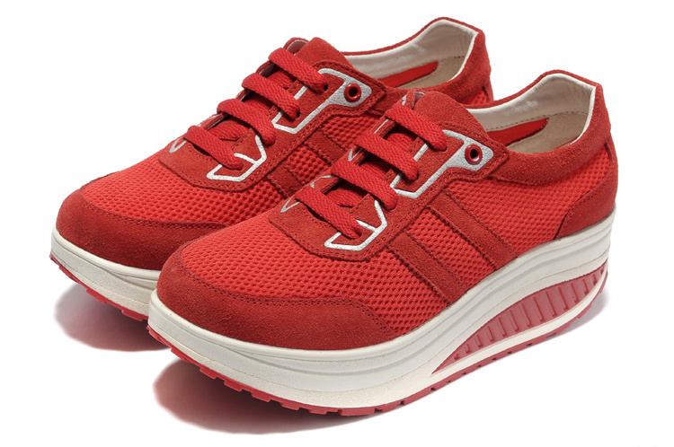 LOCAL BEAUFORT FITNESS TRAINERS GIVES TONING SNEAKERS A BOOT